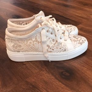 AGL LACE SNEAKERS